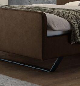 Bett Kismet mit Metallkufen und trendigem Fußteil