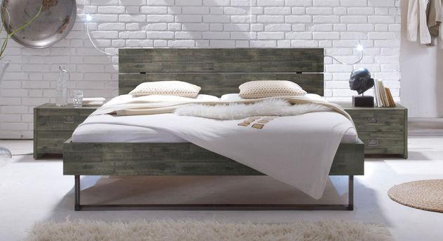 Bett Konna aus sägerauer grauer Akazie