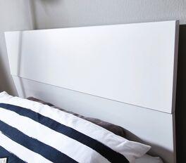 Bett Leilani mit zweigeteiltem Kopfteil-Design