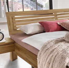 Bett Lienz mit Massivholz-Kopfteil