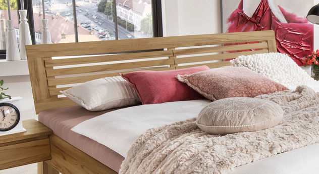 Bett Lienz mit kunstvollem Sprossenkopfteil