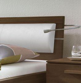Bett Lima mit zweigeteiltem Kopfteil