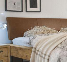Bett Limeira mit angesagten Ziernähten am Kopfteil