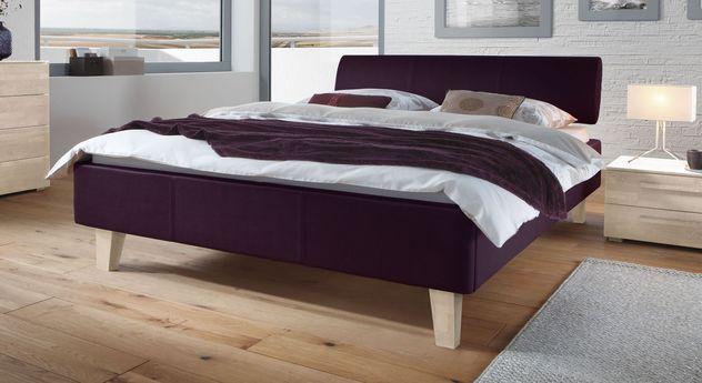 Bett Lopo aus violettfarbenem Kunstleder mit Holzfüßen