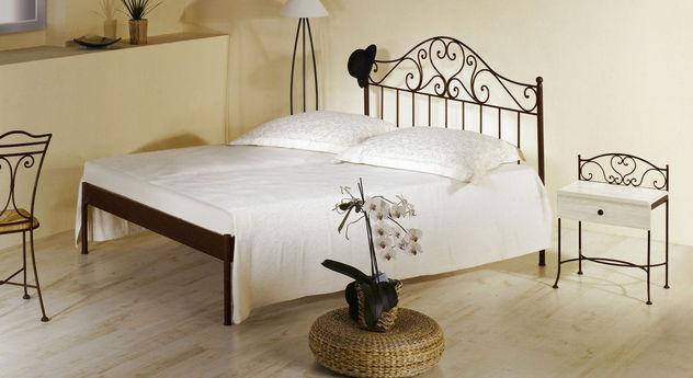 Bett Loria in Braun ohne Fußteil