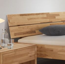 Klassisches Bett Louvera mit geneigtem Kopfteil