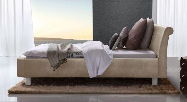 Beigebraunes Bett Macuma mit 20 cm Fußhöhe