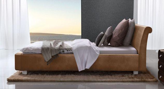 Cognacfarbenes Bett Macuma mit 10 cm Fußhöhe