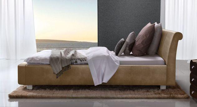 Hellbraunes Bett Macuma mit 10 cm Fußhöhe