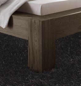 Bett Maia mit quadratischen Holzfüßen