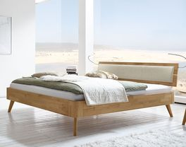 Bett Minoa aus Kernbuche in filigranem Look