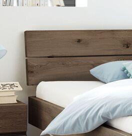 Bett Nakiri mit geneigtem Holz-Kopfteil