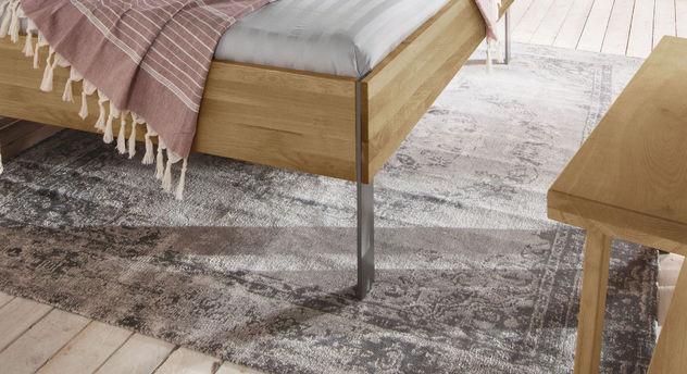 Bett Nidau mit lackierten Stahlfüßen