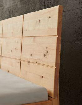 Bett Nudo mit Holz-Kopfteil und Kassettenfräsung