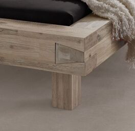 Bett Onno mit Bettbeinen aus Massivholz