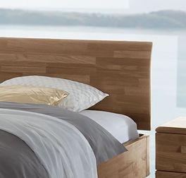 Bett Parkano mit leicht gebogenem Kopfteil