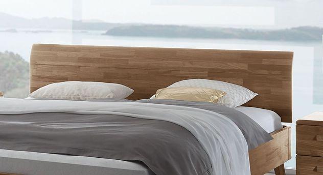 Bett Parkano mit schlichtem Holzkopfteil