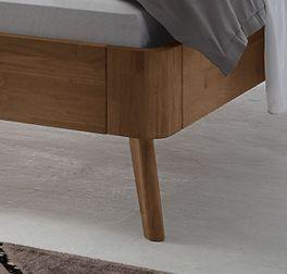 Bett Parkano mit stabilen Holzfüßen