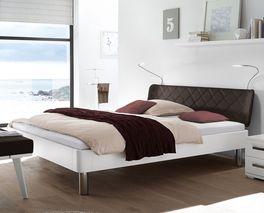 Stilvolles Bett Perama mit Luxus-Kunstleder-Kopfteil