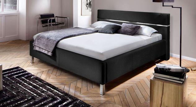 Bett Pertuso mit verchromten Metallfüßen