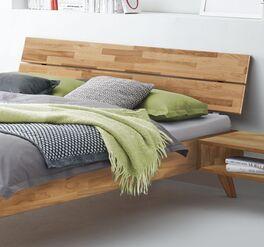 Bett Pikosa mit schrägem Holz-Kopfteil