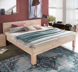 Bett Pirka aus Zirbenholz mit abwechslungsreicher Maserung