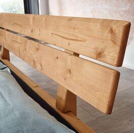 Bett Randers mit natürlicher Holzmaserung