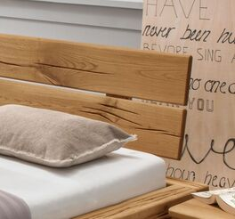 Bett Rigolato inklusive Kopfteil mit eingearbeiteter Baumkante