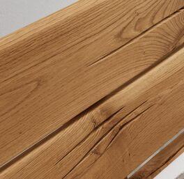 Bett Rigolato mit markanter Maserung im Holz