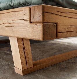 Bett Rigolato aus massivem Wildeichenholz