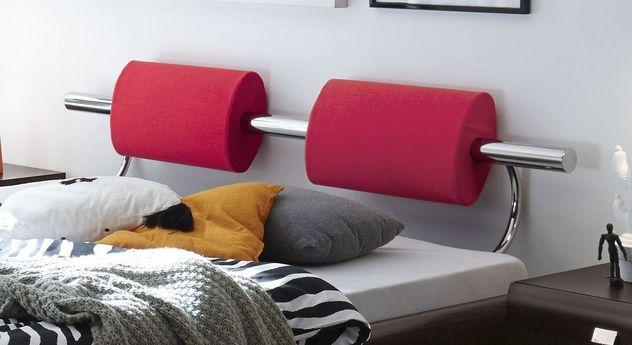 Bett Rocio mit stylischen Kopfteilpolstern in Rot