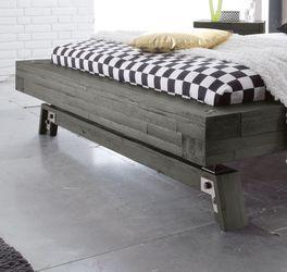 Bett Salo mit Bettbeinen im Kufen-Design