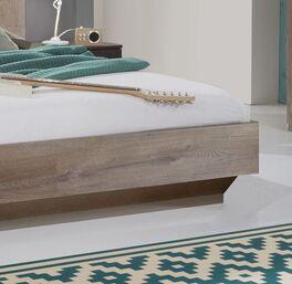 Bett Sontra im geradlinigem Design
