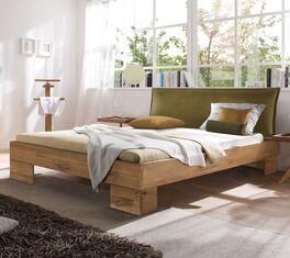 Bett Staffan aus robustem Massivholz