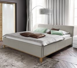 Bett Sulivan mit eichefarbigen Holzfüßen