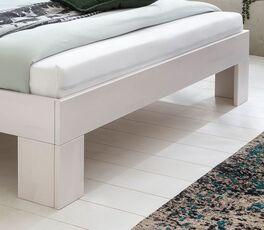 Bett Tanu mit stilvollen Winkelfüßen