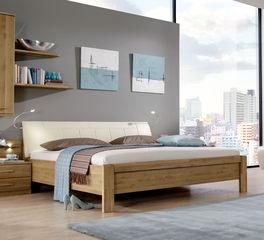 Teilmassives und robustes Bett Taras