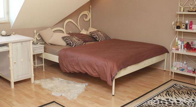 Für Dachschrägen geeignetes Bett Temco