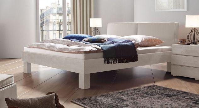 Weißes Bett Tiago mit kalkfarbenem Kopfteil