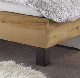 Modernes Bett Tonala mit stabilen Füßen