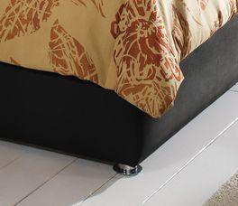 Bett Toskana mit Bettbeinen aus verchromten Metall