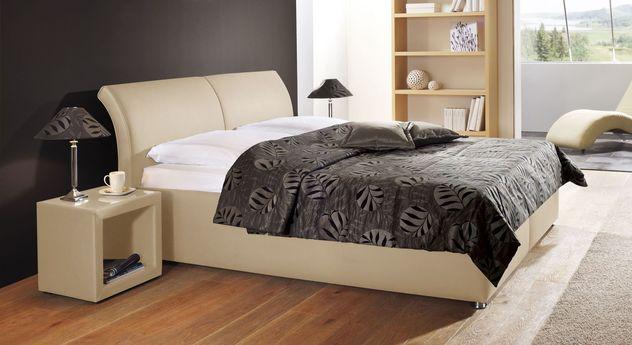 Gepolstertes Bett Trapani aus sandfarbenem Kunstleder