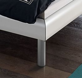 Bett Trentino mit zylindrischen Alu-Füßen