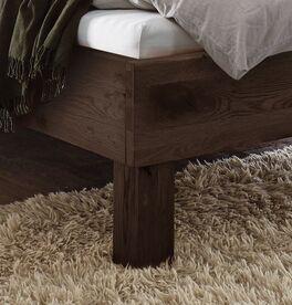 Bett Urmas aus hochwertigem Massivholz