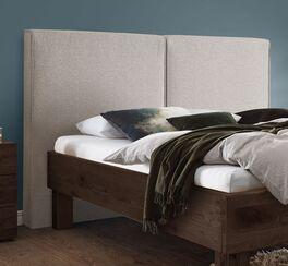 Bett Urmas mit komfortablem Wandpaneel