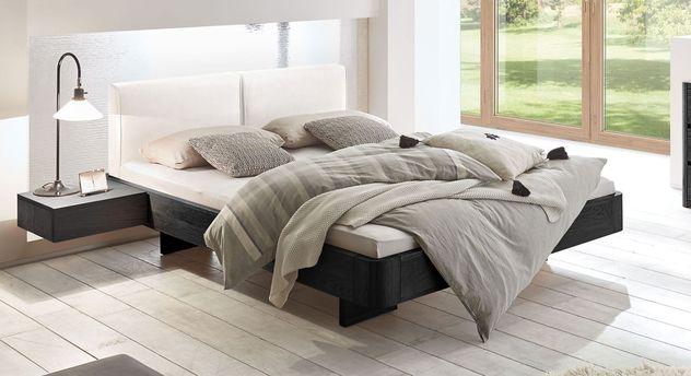 Bett Vallenar aus Eiche graphit und weißem Kunstleder