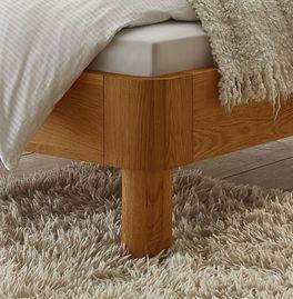 Bett Velasco mit zylindrischen Bettbeinen