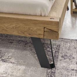 Bett Vetralla mit innovativen Füßen aus Schwarzstahl