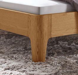 Bett Viamao mit konisch zulaufenden Bettbeinen