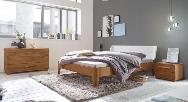Bett Viamao mit passenden Massivholz-Möbeln